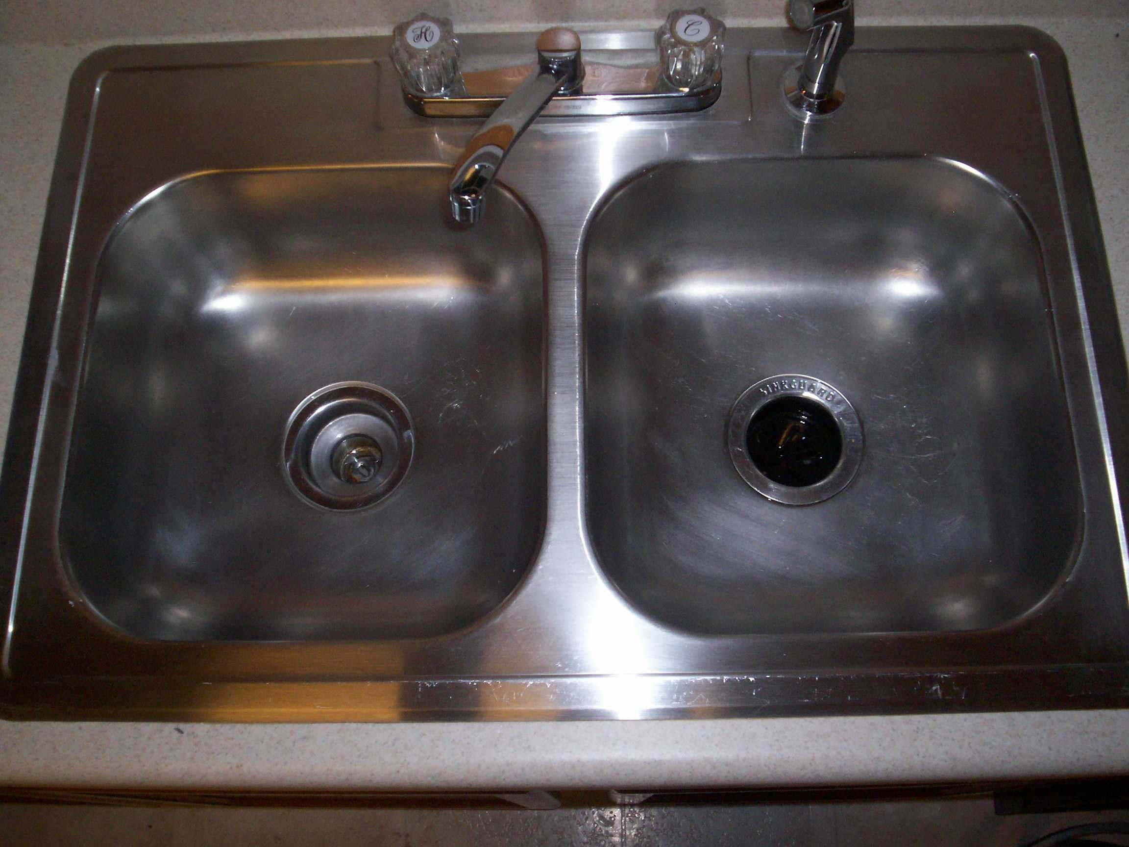 shiny stainless steel sink