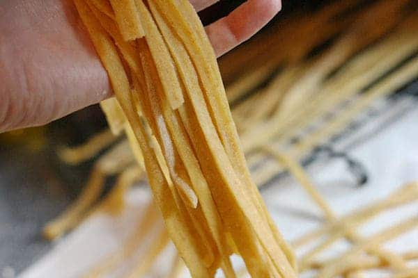 how to make spaghetti noodles from scratch